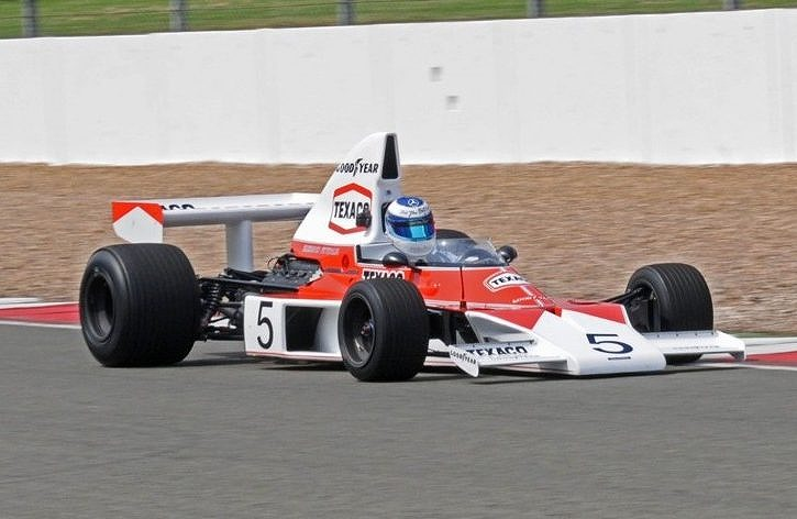 F1 | マクラーレンF1アンバサダーのミカ・ハッキネン、チャンピオンマシンM23でラグナセカを走り大興奮