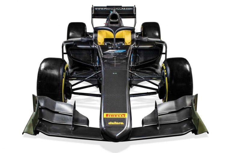 新型F2マシンの前後ウイングは2017年型F1と似た形状に。