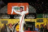 シーズン2勝目を挙げたデニー・ハムリン(トヨタ・カムリ)
