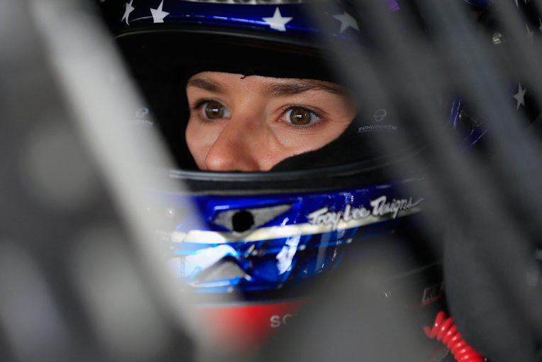 2017年限りでスチュワート・ハース・レーシングを離脱することを明らかにしたダニカ・パトリック