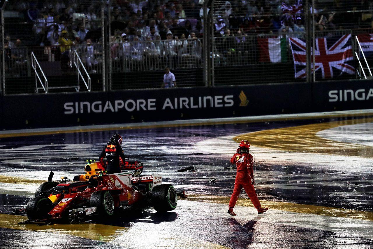 2017年F1第14戦シンガポールGP スタート直後のアクシデントですぐさまリタイアとなったフェルスタッペンとライコネン