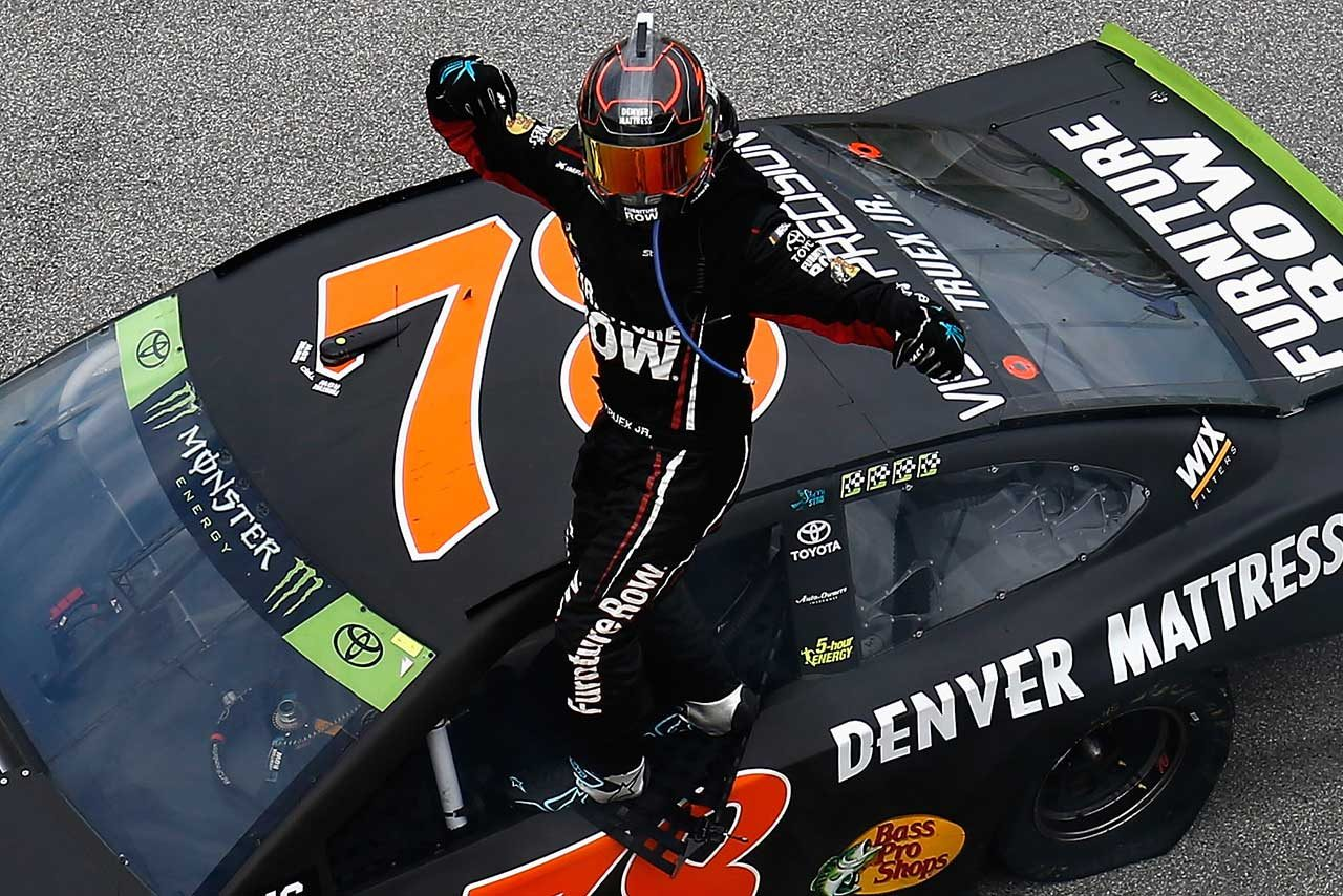 "NASCAR第27戦:""プレーオフ""初戦はトヨタのマーティン・トゥルーエクスJr.が制す"