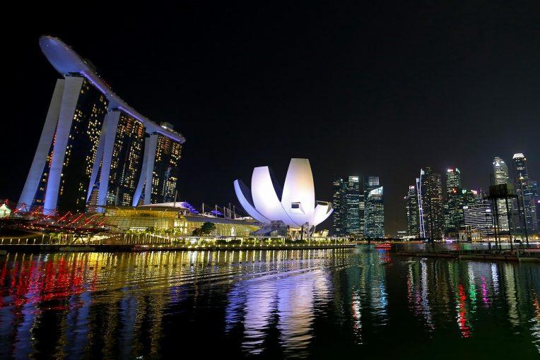 F1 | F1シンガポールGPドライバーSNSまとめ:スペシャルカラーのヘルメットからドリアンチャレンジまで