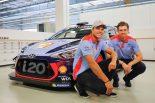 2018年からヒュンダイのワークスドライバーを務めるアンドレアス・ミケルセンとアンダース・イエーガー