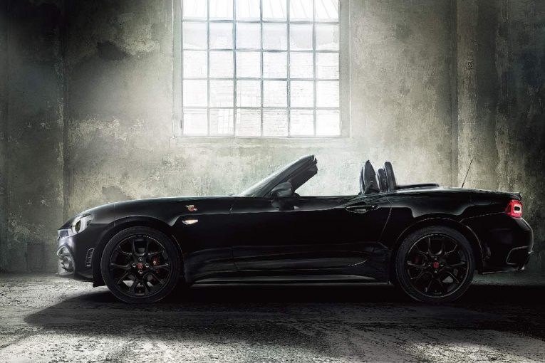 クルマ   初のブラックをまとうサソリ『アバルト124スパイダー』1周年記念限定車登場