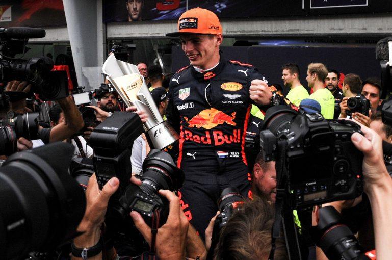 F1   フェルスタッペン優勝「ルイスと違って失うものはないから、勝つためにリスクを冒した」レッドブルF1