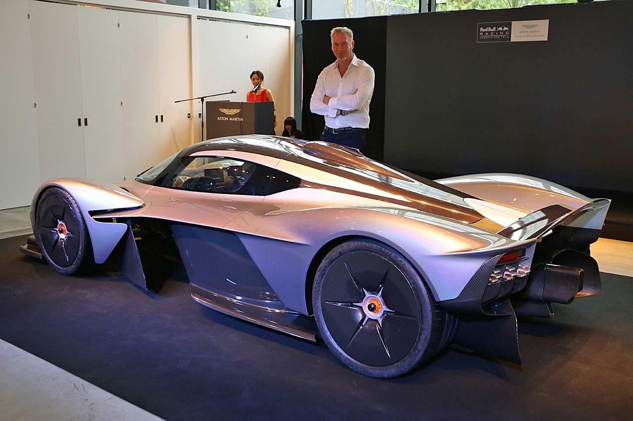 レッドブルF1と共同開発の『アストンマーチン・バルキリー』日本初披露。レース仕様の製作も明言