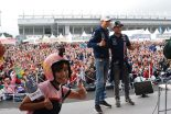 モタスポブログ | フォース・インディアのトークショーで記念撮影/笠原美香の『F1日本グランプリにやってきた!ョ』 Part 2