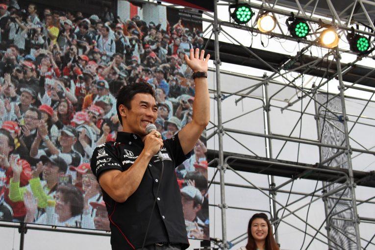 F1   【F1日本GP特集】SNSまとめ:インディ500ウイナー、佐藤琢磨がチームメイトのアロンソと再会!