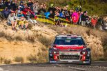 2番手の13秒差を付けて首位に立つクリス・ミーク(シトロエンC3 WRC)
