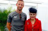 F1 | 【あなたは何しに?】F1日本GP鈴鹿をデヴィ夫人がエレガントに観戦