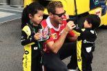 モタスポブログ | 小さなF1ファンにベッテルも思わずニッコリ/F1日本GPスペシャル特派員レポート前編
