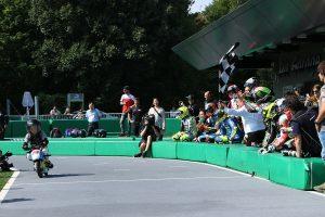 レースはティト・ラバットチームが優勝した