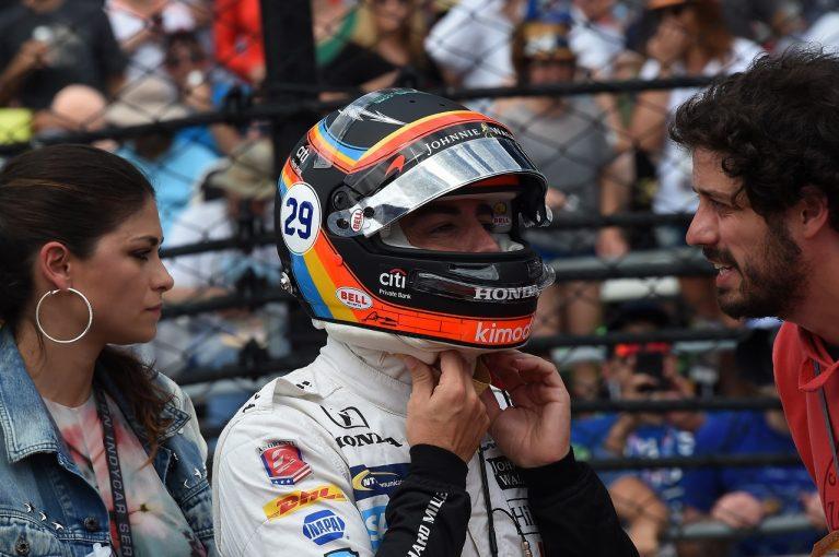 F1 | アロンソ、F1アメリカGPでインディ500仕様のスペシャルヘルメットを着用