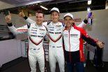 LMP1クラスのポールポジションを獲得した2号車ポルシェ919ハイブリッドのドライバーたち
