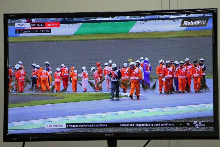 MotoGP | MotoGP:コース上にオイルがまかれたためウォームアップセッションは赤旗中断に