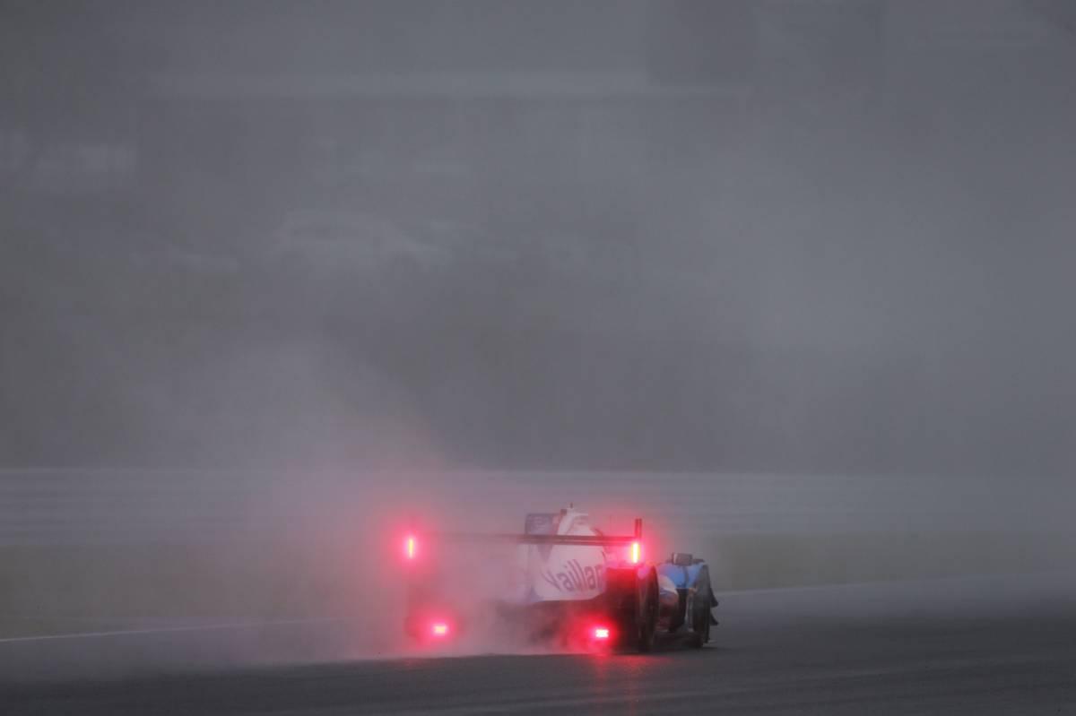 WEC:スタートから1時間はPPの2号車ポルシェがリード。8号車トヨタは2番手浮上