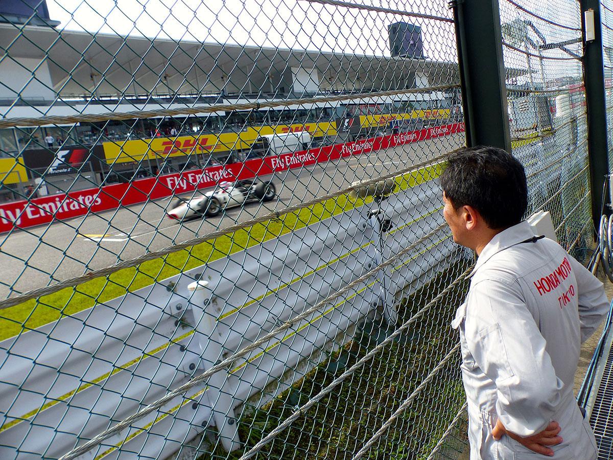 F1 Topic:F1日本GPでヒル&琢磨がデモ走行。かつての名車を現役で走らせるホンダスタッフの努力
