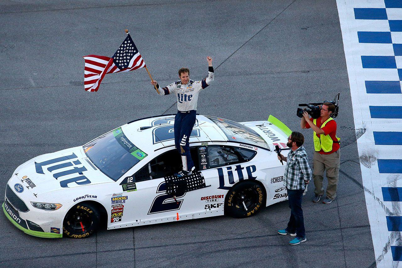 NASCAR第31戦:26台が姿を消すサバイバル戦で、フォードのケゼロウスキーが逆転優勝