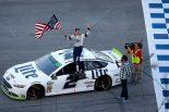 海外レース他 | NASCAR第31戦:26台が姿を消すサバイバル戦で、フォードのケゼロウスキーが逆転優勝
