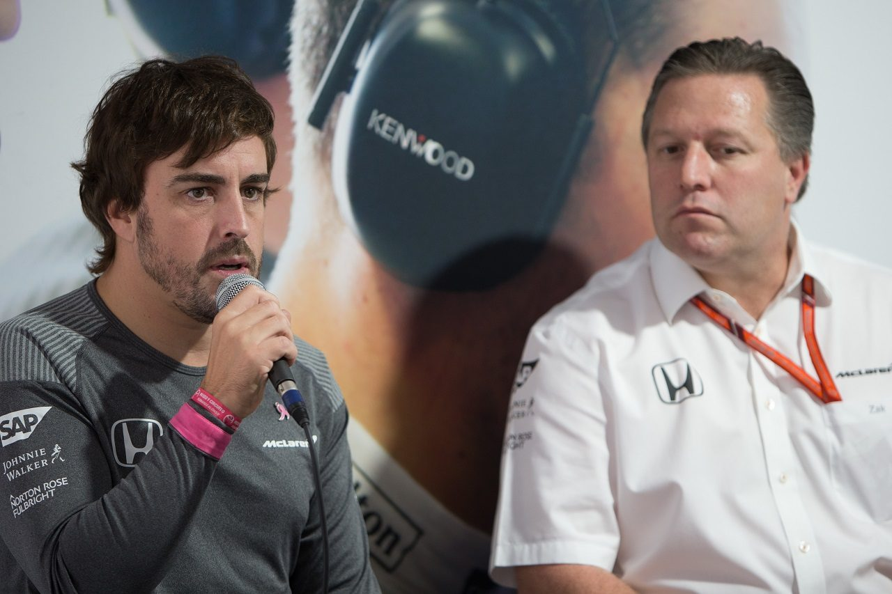 2017年F1第17戦アメリカGP フェルナンド・アロンソとマクラーレンのエグゼクティブディレクター、ザック・ブラウン