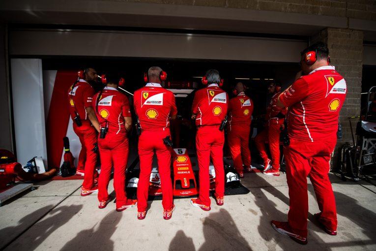 """F1   ベッテルのマシンにトラブル。フェラーリ、問題特定できず""""予防的措置""""でシャシーを交換/F1アメリカGP"""