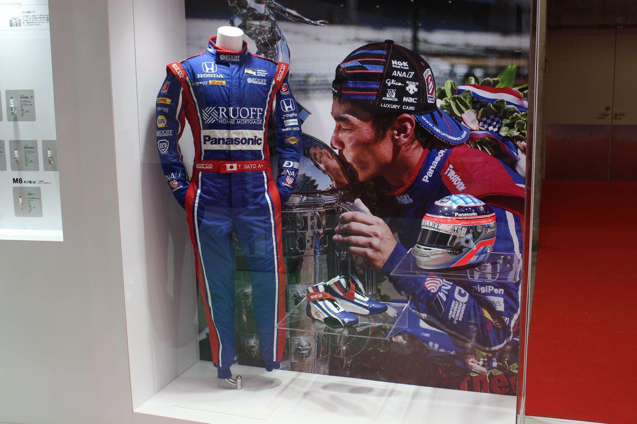 東京モーターショー2017 佐藤琢磨レーシングスーツ