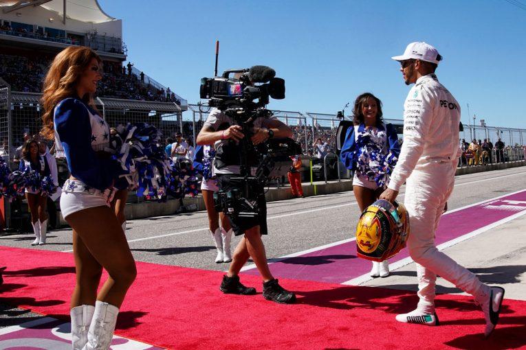 F1   アメリカ的にショーアップされたF1をハミルトンが絶賛。ベッテルは伝統的な雰囲気が好み