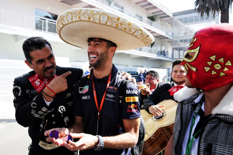 F1 | リカルド、メルセデス移籍を希望? 引き留めたいレッドブルF1は「ナンバー2扱いされる」と警告