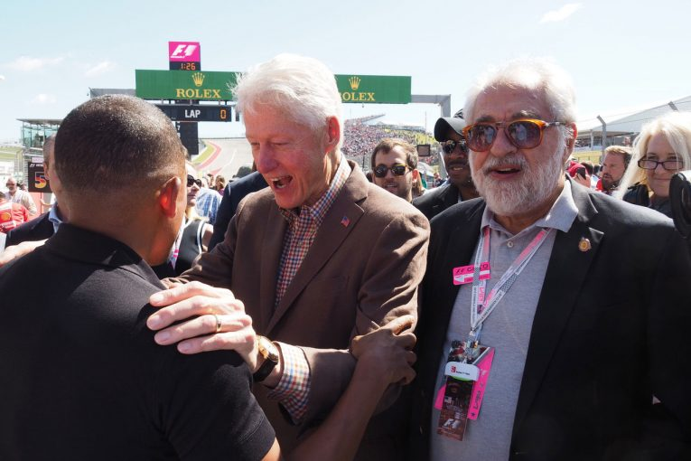 F1 | 【あなたは何しに?】クリントン元大統領を招待できるザウバーオーナーの金と人脈