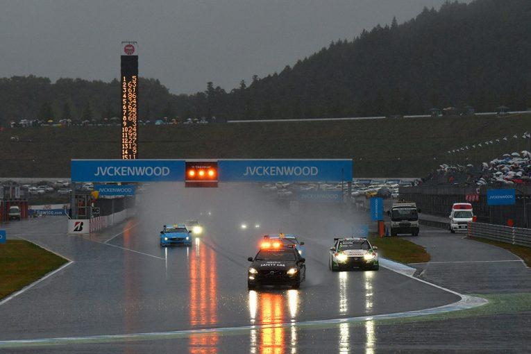海外レース他   WTCCもてぎ:チルトン&ミケリスが優勝もメインレースは赤旗終了。道上は悔しい結果に