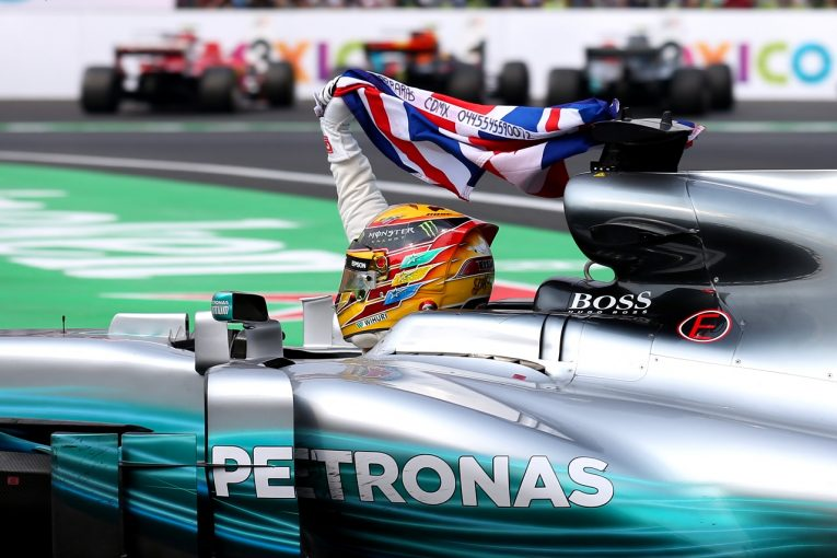 F1   「なんという恐ろしい展開!」ハミルトン、最後尾から戦い4度目のF1王座に