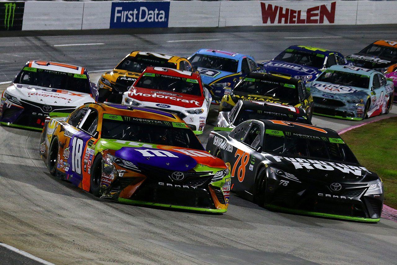 NASCAR第33戦:トヨタのカイル・ブッシュが逆転優勝。チャンピオン候補1番乗り