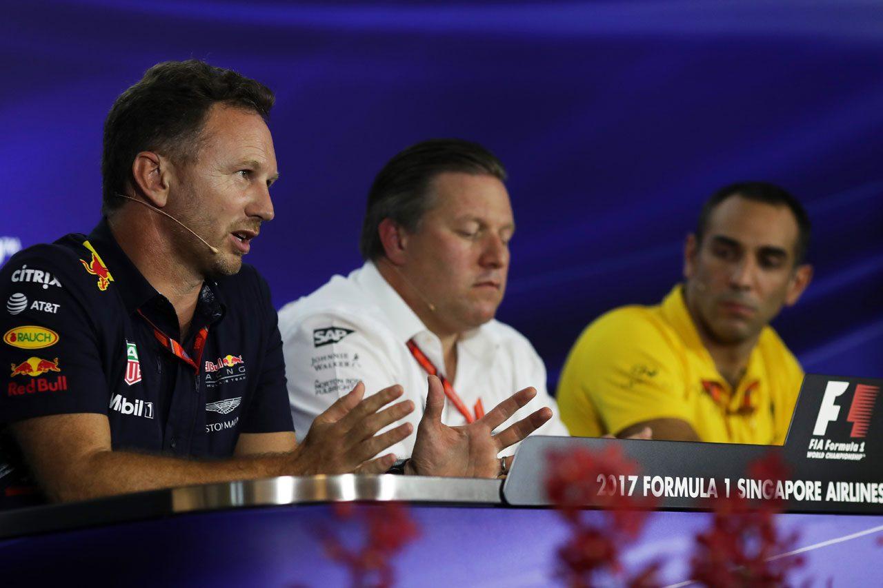 F1シンガポールGPで記者会見に臨むホーナー、ブラウン、アビテブール