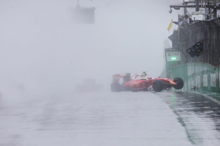 F1   F1ブラジルGP、雨に備え、路面の排水性を改善