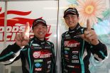 GT300クラスのポールポジションを獲得した片岡龍也と谷口信輝