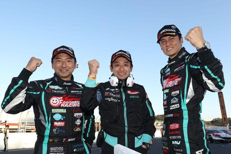 2017年のスーパーGT300クラスチャンピオンを獲得したGOODSMILE RACING with Team UKYOの片岡龍也と谷口信輝、片山右京チーム監督