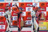 2017スーパーGT第8戦もてぎ表彰台でKeePer TOM'S LC500のドライバーをMOTUL AUTECH GT-R、ZENT CERUMO LC500のドライバーが祝福