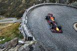 スイスのゴッタルド峠を走行するセバスチャン・ブエミ