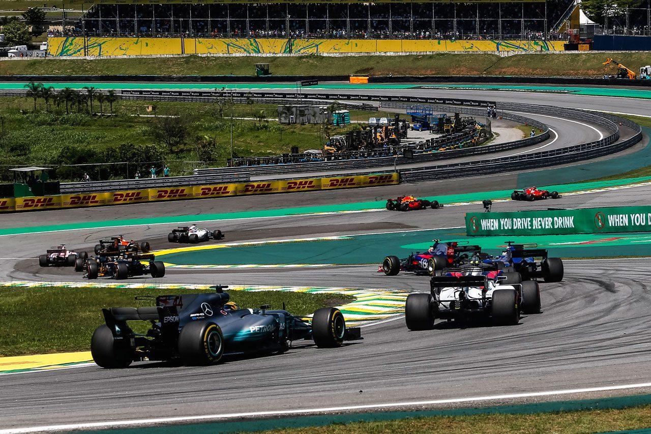 2017年F1ブラジルGP 後方から追い上げるルイス・ハミルトン(メルセデス)