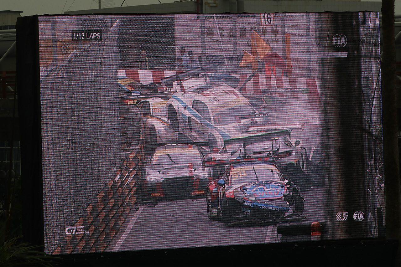 マカオGTワールドカップ:QFレースは12台クラッシュで大混乱。モルタラが優勝