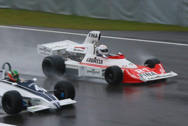 F1 | レジェンドカーが本気バトル。F1ヒストリックレースは見所が満載