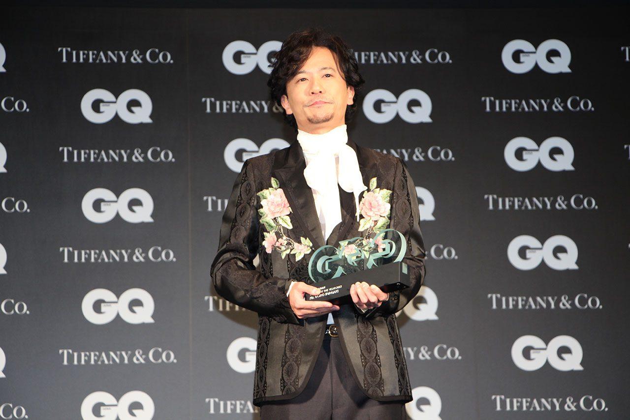 佐藤琢磨、『2017年に活躍した男性』に選出。授賞式で元SMAPの三人と豪華共演