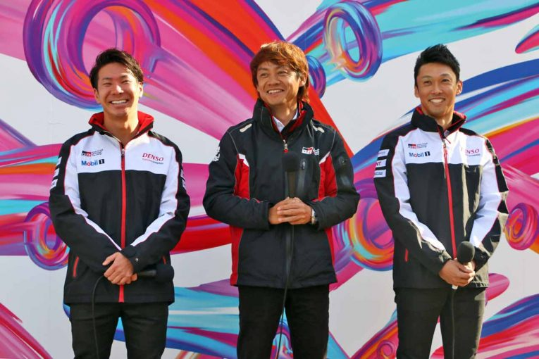 ゲストとして登壇した小林可夢偉(左)、脇阪寿一(中央)、中嶋一貴(右)