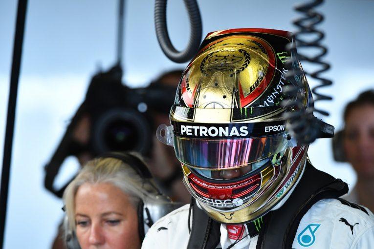 F1 | ハミルトン「チャンピオン仕様のヘルメットで走る。すごくハッピーだよ」:メルセデス F1アブダビGP金曜