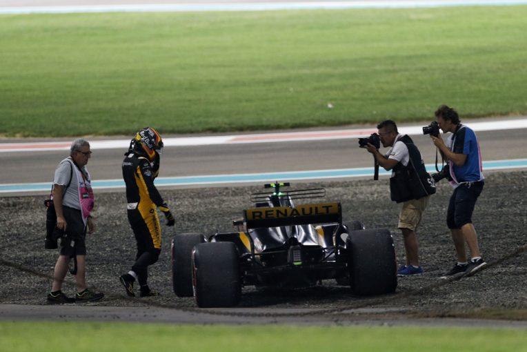 F1   サインツ「ホイールトラブルでマシンを止めざるをえなくなり残念」:ルノーF1 アブダビGP日曜