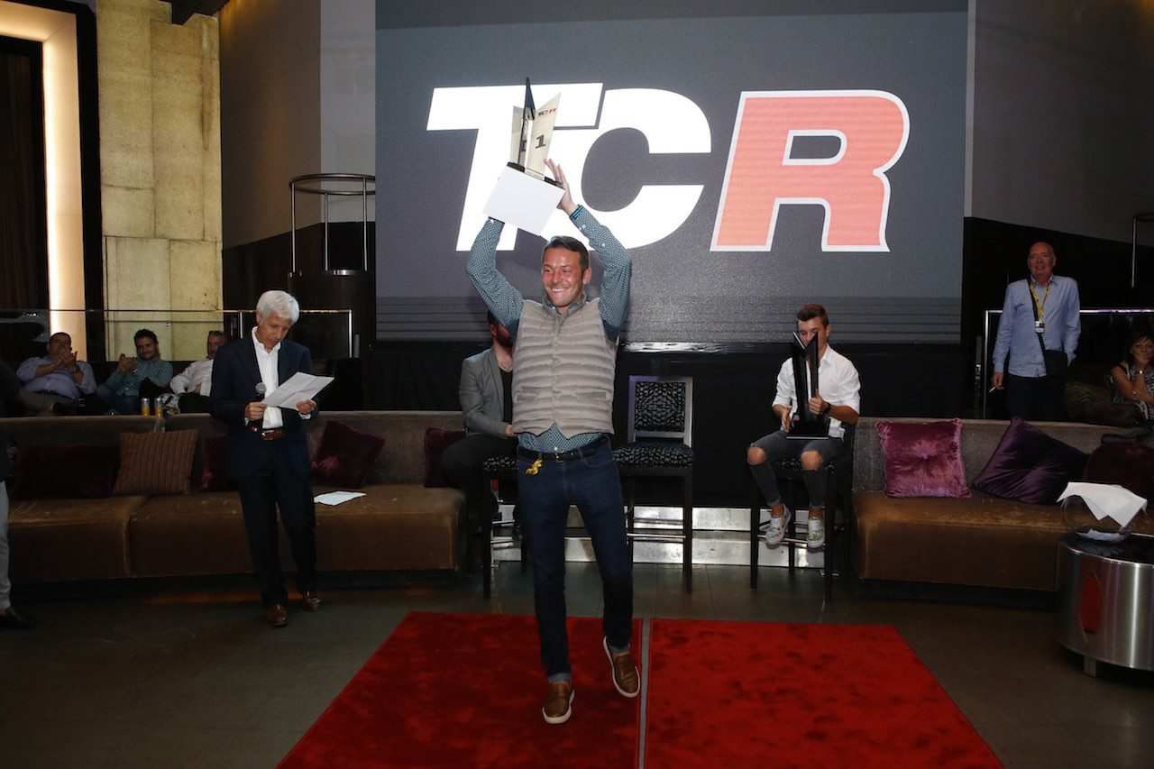 2018年創設のTCR UKが初テスト。タルキーニやベルネイがマシンをスワップ