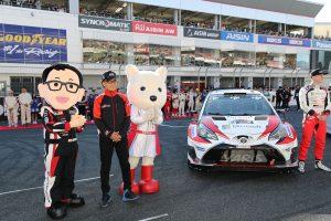 オープニングセレモニーに登場したトヨタ・ヤリスWRCとGazoo Racing Companyの友山茂樹プレジデント
