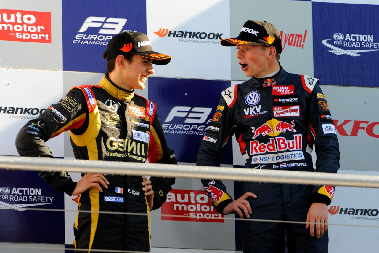 2014年ヨーロピアンF3 表彰台に上るエステバン・オコンとマックス・フェルスタッペン