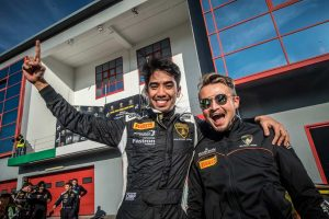 CARGUY Racingのセカンドドライバーに起用されたアフィック・ヤジド(左)とディレクター兼サポートドライバーを務めるケイ・コッツォリーノ(右)